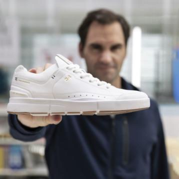 On lanza una zapatilla inspirada en el tenis junto a Roger Federer