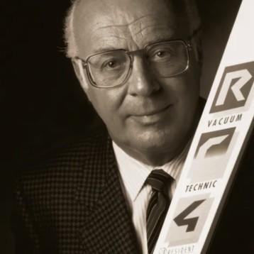 La industria del esquí despide a Josef Fischer