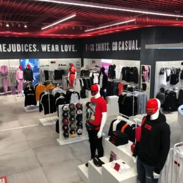 Base-Detallsport abre en Granada su vigésima tienda Wanna Sneakers