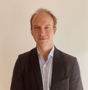 Hèctor Robelló es experto en finanzas y profesor del Institut d'Estudis Financers