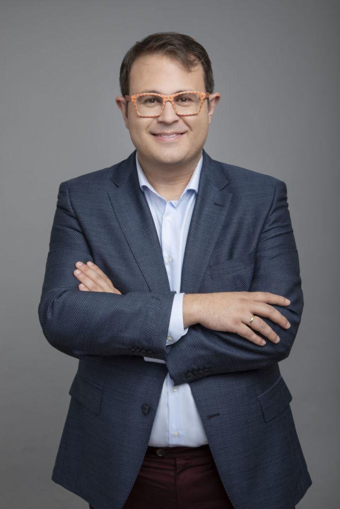 Jacinto Llorca es experto en retail, marketing, management y liderazgo, así como autor de varios libros sobre estos temas y publicados por Libros de Cabecera