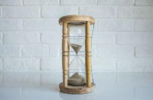 la necesaria limitación de tiempo de las reuniones y de la resolución de problemas