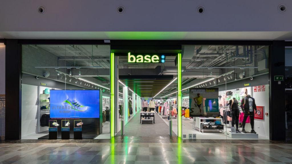 nueva tienda Base en el centro comercial La Gavia