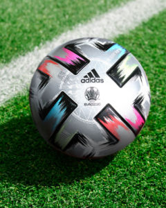 balón Adidas de la Eurocopa con fines solidarios