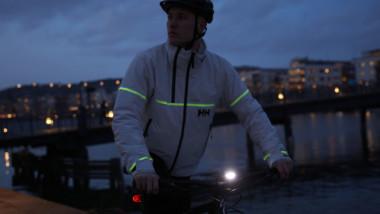 Lumines: la chaqueta de Helly Hansen que brilla con luz propia